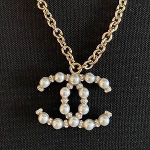 Chanel NWT Crystal and Pearl CC Necklace Gold